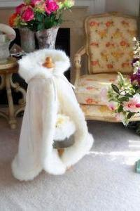 Stunning Hooded Flower Girl Capes Christmas Wedding Cloaks Faux Fur For Winter Baby Girl Cloaks